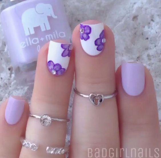 Base lila para las uñas sencillas y base blanca para las que llevan ...