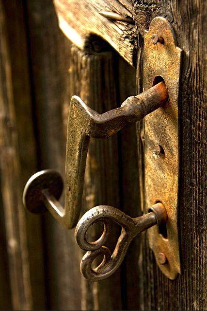 Ancient door, ancient key. - Ancient Door, Ancient Key. Secret Keys & Locks To The Kingdoms