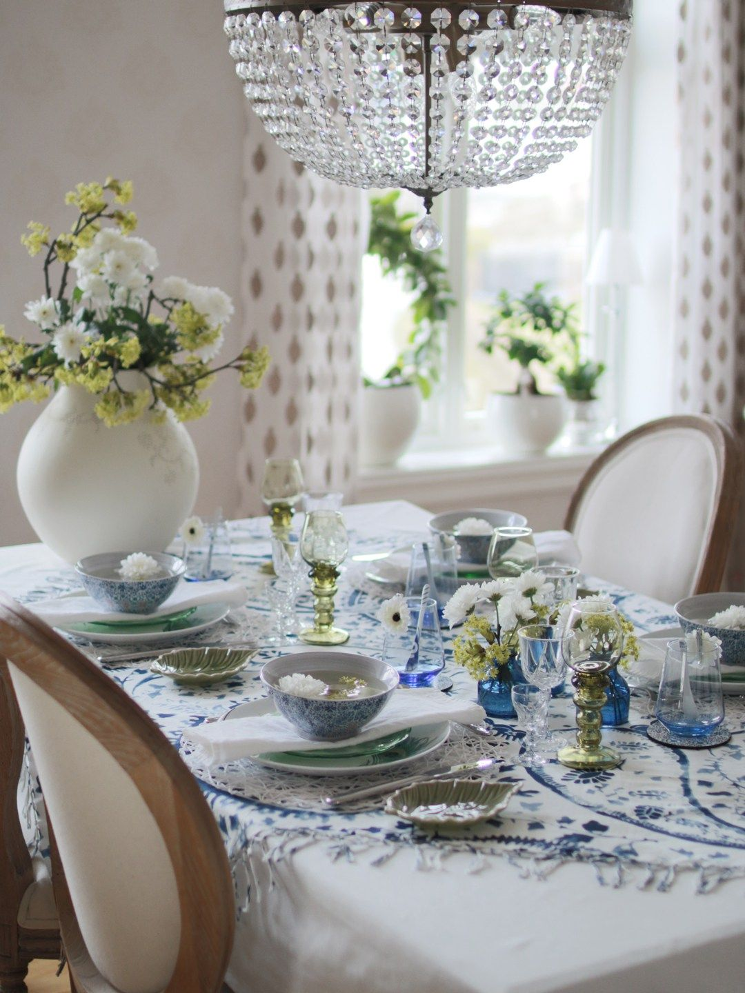 Summer table setting. Photo and styling: Marianne de Bourg/mariannedebourg.no