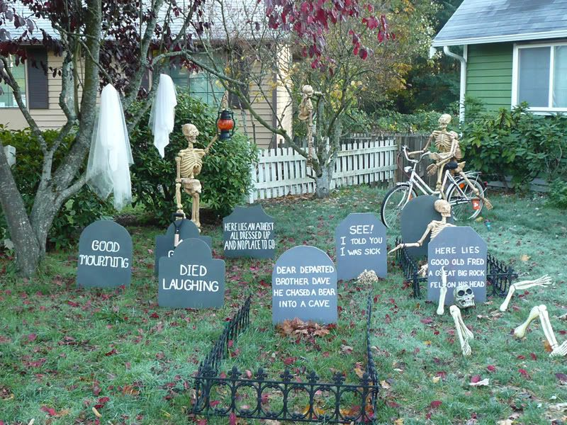 How to Make a Halloween Graveyard \u2022 Ideas and tutorials!