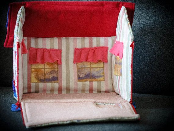 Fabric transportable dolls house