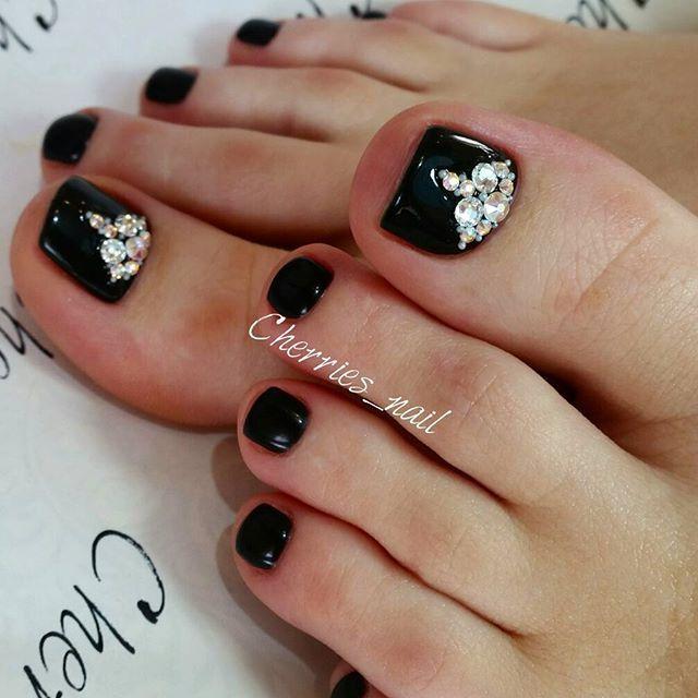 black-rhinestone toe nails