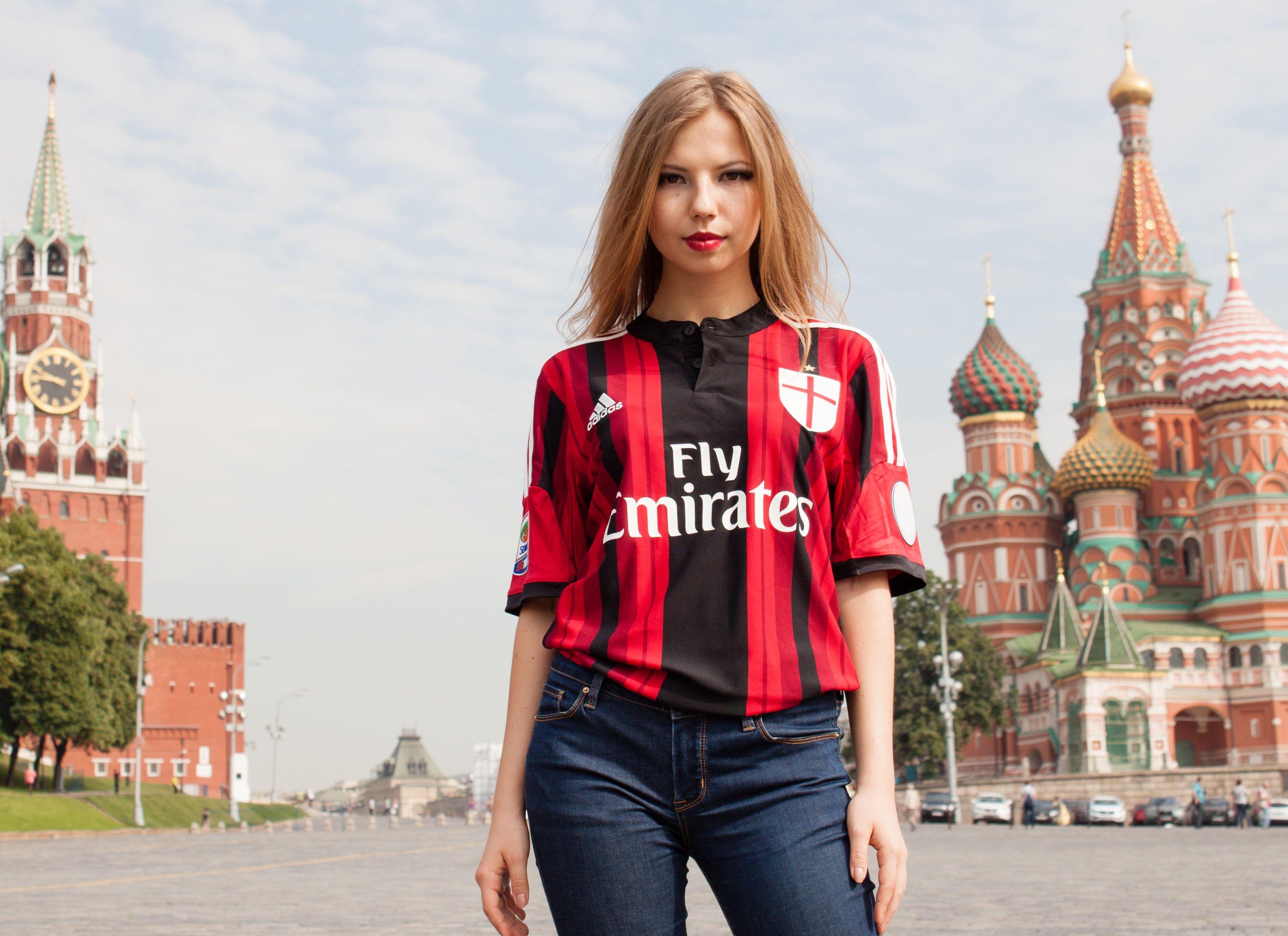 New AC Milan home kit 2014/15. Rosso-Neri , diabli rossi etc. at the Red Square.