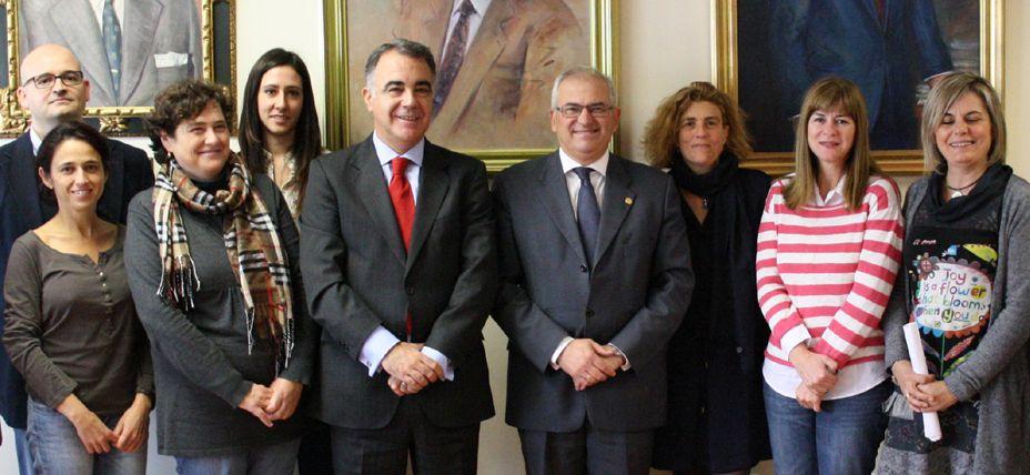 Santander Universidades reitera su apoyo a la Universidad de Jaén para facilitar la movilidad internacional del profesorado http://bsan.es/1r13frM (24/11/14)
