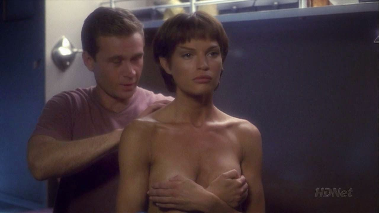 Jolene Blalock desnuda en Star Trek: Enterprise -
