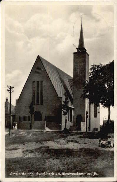 Beeldbank Prentbriefkaarten - Gereformeerde Kerk, hoek Nieuwendammerdijk en de Beemsterstraat