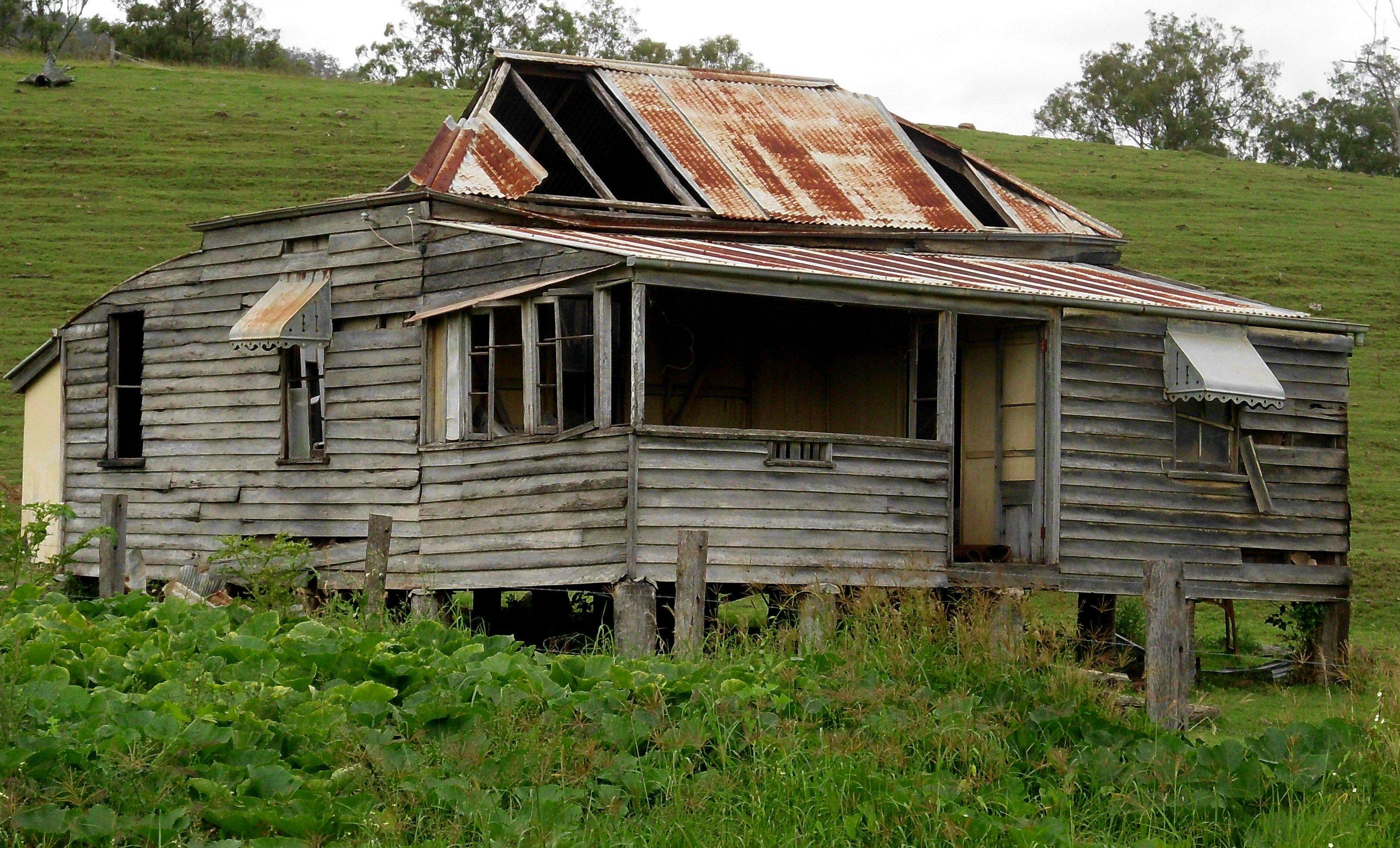 Deserted farmhouse, Lockyer Valley | Abandoned farm houses ...
