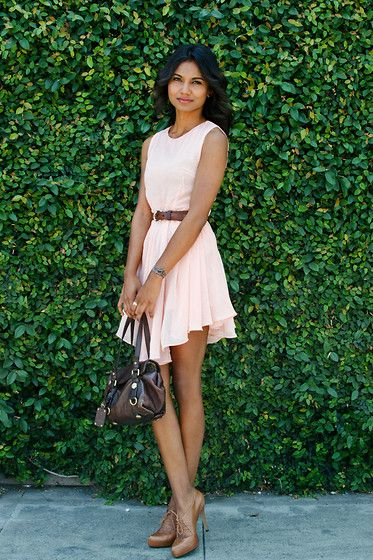 cute light pink dress!