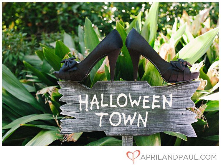 Halloween Town ! ( no shoes ) Non traditional Wedding Pinterest