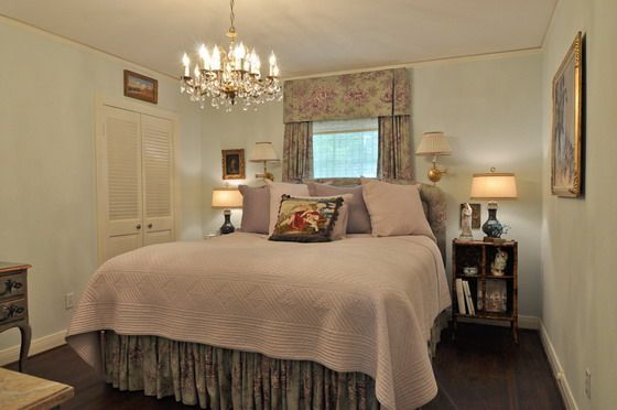 Exceptionnel The Best Inspiration Picture Of Designing For Small Spaces By Interior  Designer Pam Kelley Master Bedroom