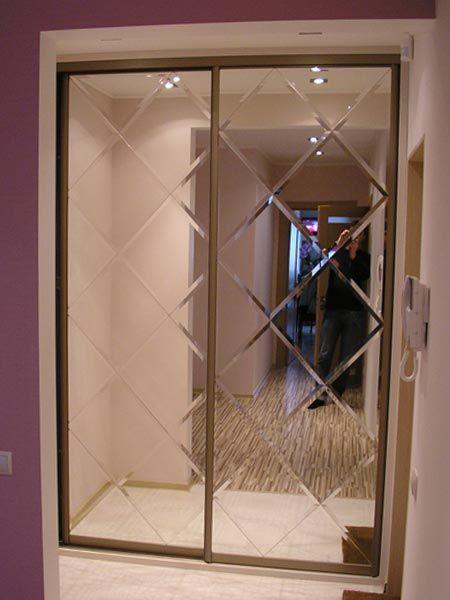 Шкаф-купе с зеркальным дверями линейный