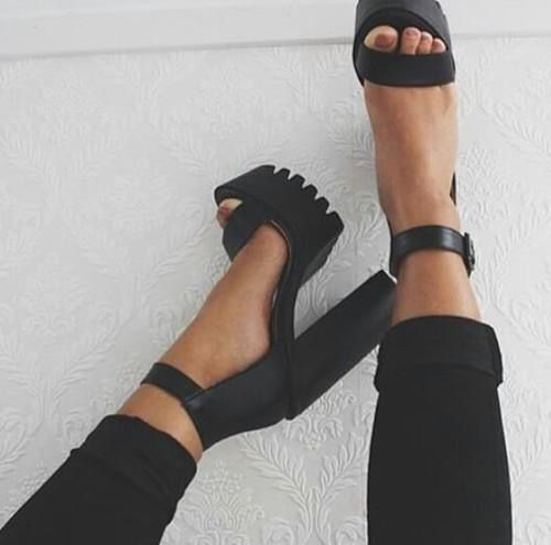 Pin By Karolina On Shoes Fashion Shoes Cute Shoes Aesthetic Shoes