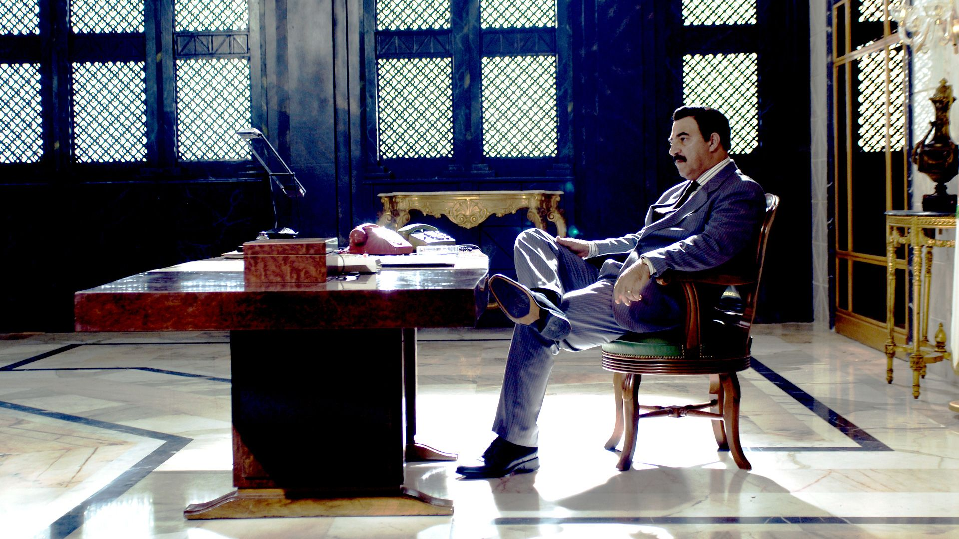 saddam hussein in his presidential office quothouse of