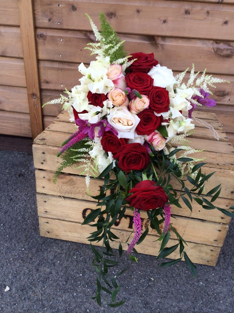 The Brides Bouquet contained 3 varieties of Rose, Red Naomi, O\'Hara ...