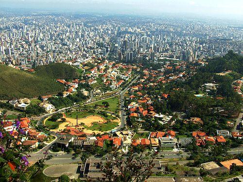 Ruas arborizadas conectando fragmentos de áreas verdes urbanas em Belo Horizonte (Brasil)
