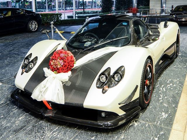Luxurious wedding car.