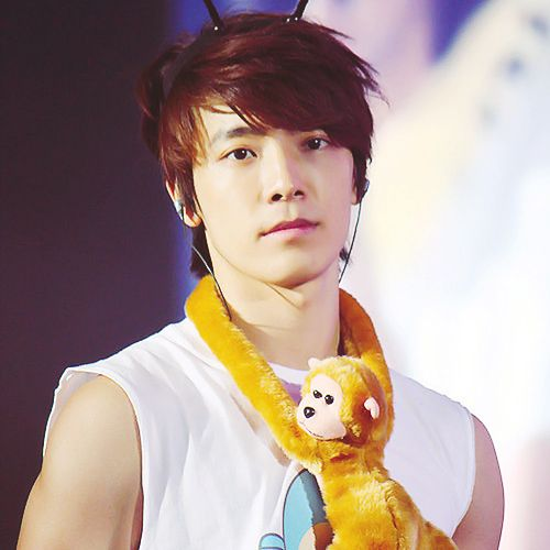 Donghae... is that Eunhyuk around your neck? Hahaha and yes, I ship eunhae ;)