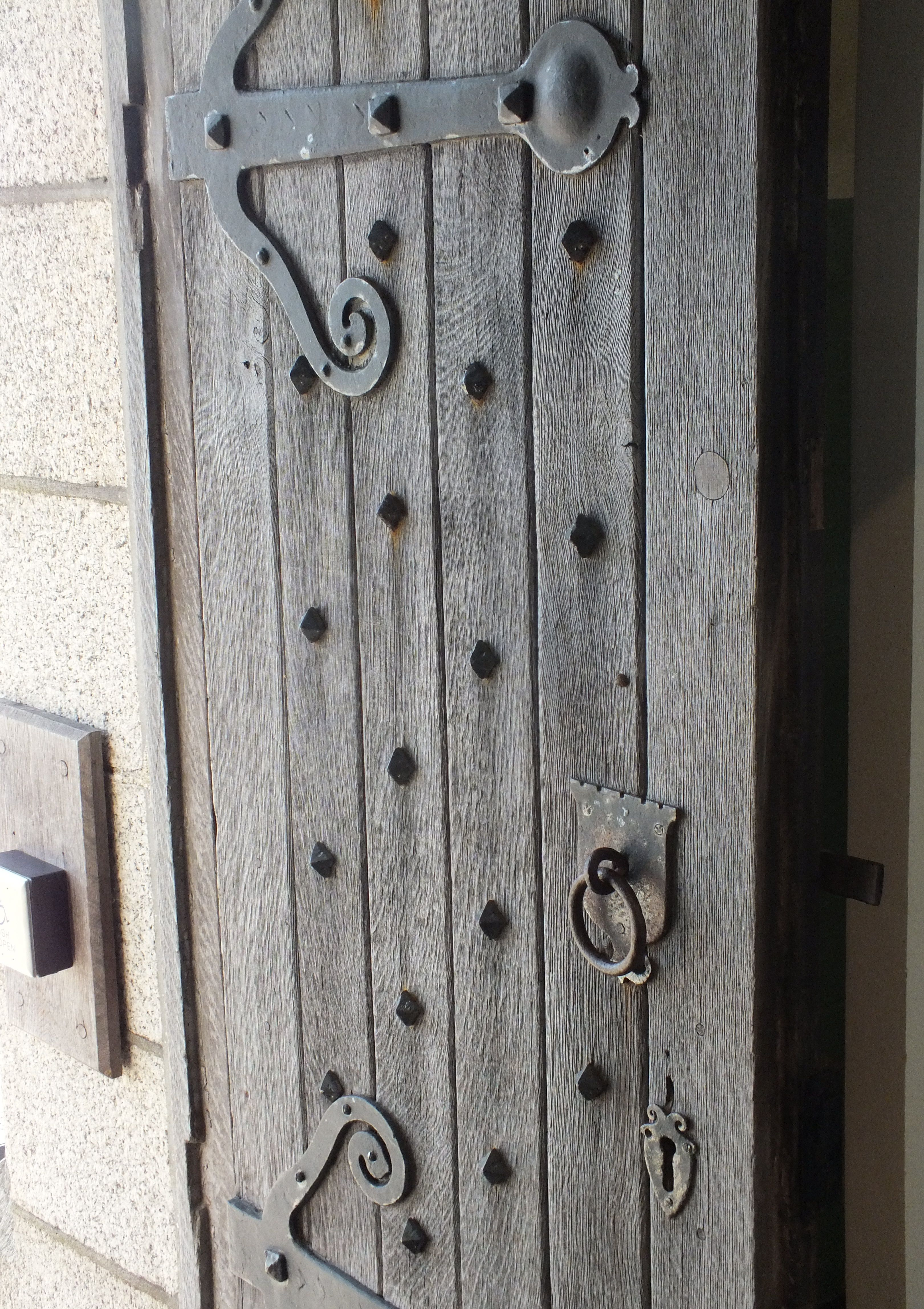 Incroyable Fantastic Old Oak Door With Wrought Iron Ironmongery. Large Strap Hinges,  Doors Studs And Ring Handle With Latch.