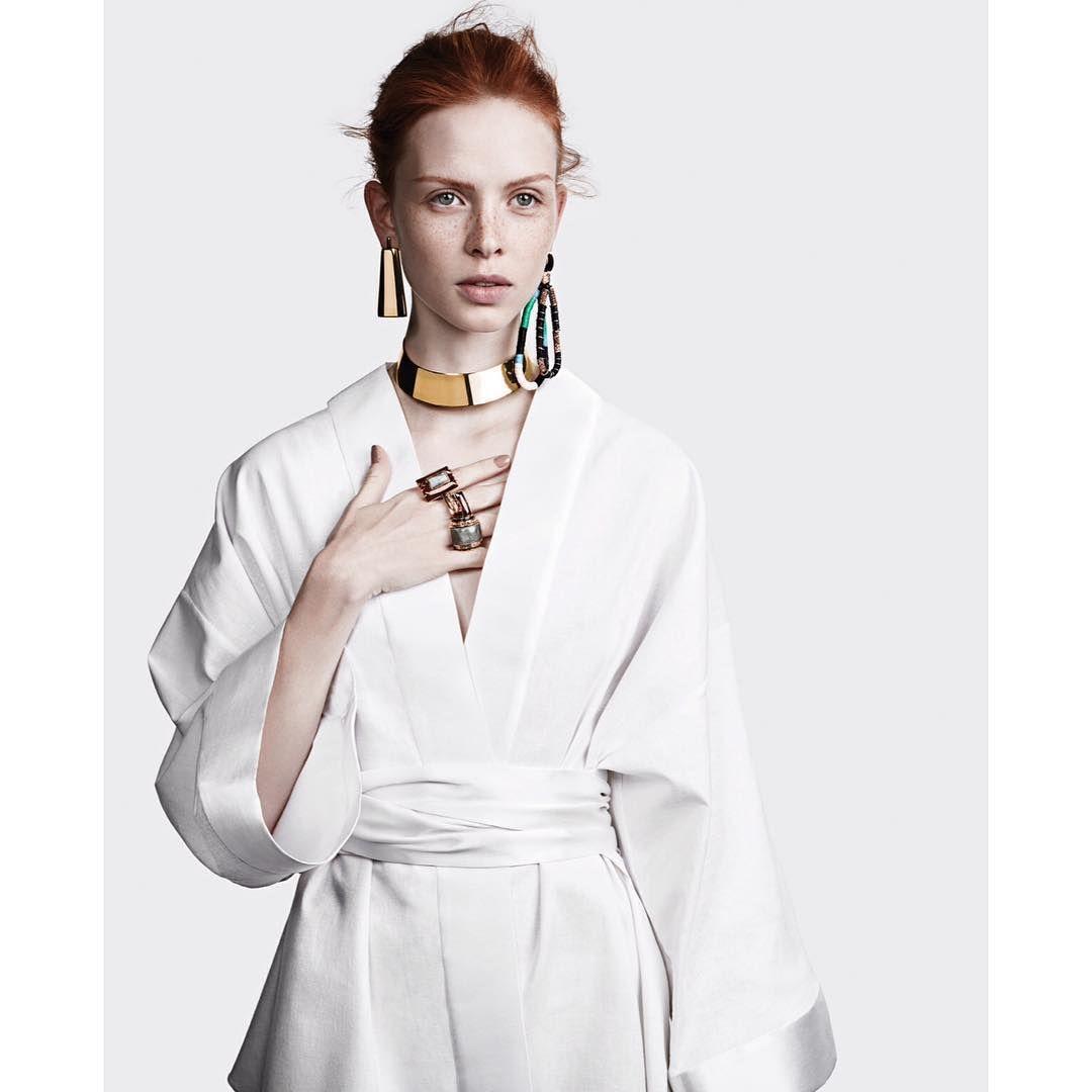 Camila klein nova coleção  Diretor de criação: Beto Guimarães Fotógrafo: Gil Inoue Beleza: Daniel Hernandez Modelo: Dani Witt (Joy)  #camilaklein #novacoleção #newcollection #neweditorial #editorial #fashioneditorial #fashion #fashionismo #fashionista #moda #styling #style #joias #jewels ##jewellerydesigner #fashiondesign #design