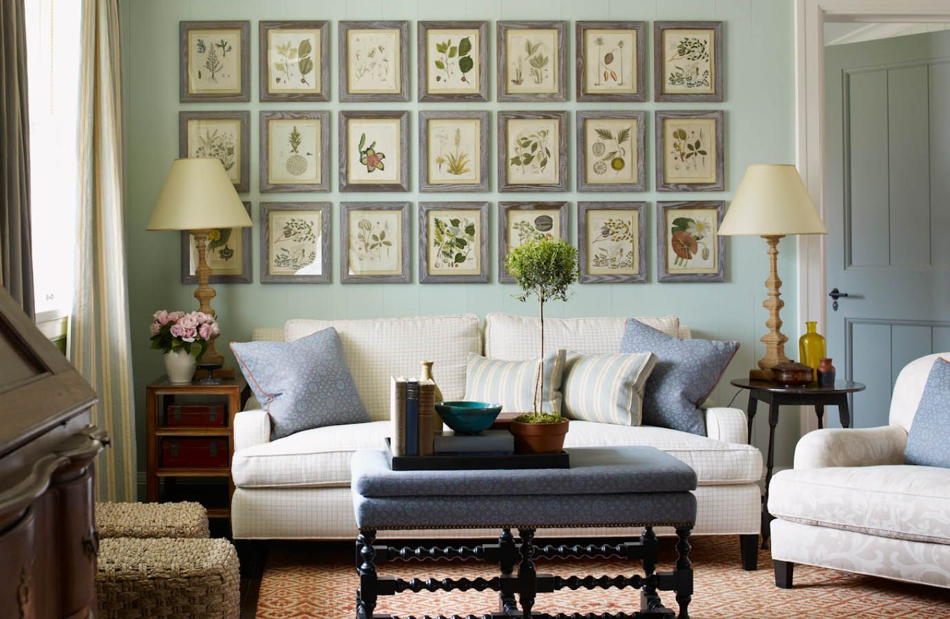 Stunning gallery wall with botanical prints - Interior Designer S.R.