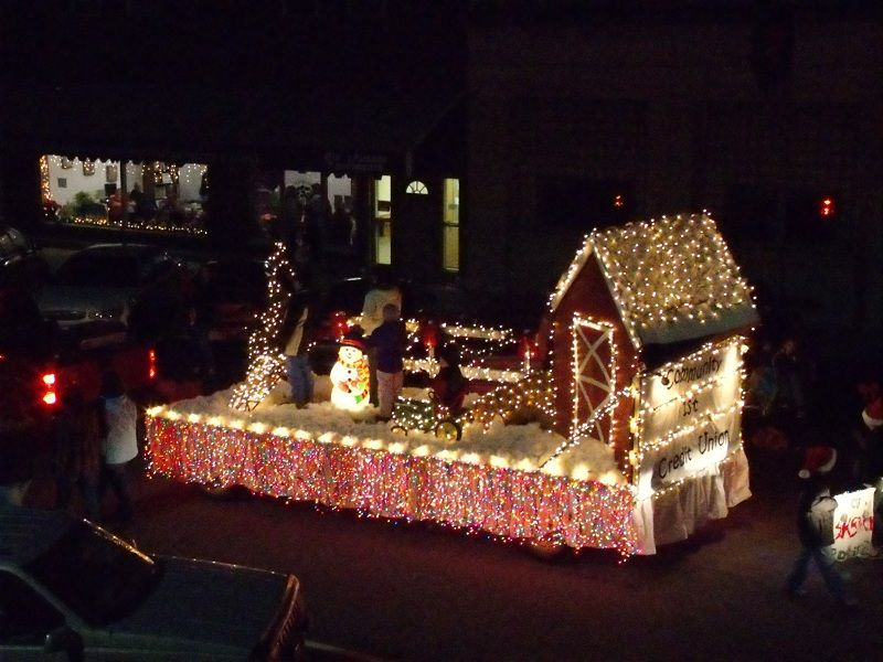 Christmas Float Ideas With Lights.Pin By Stacy Edgeworth On Crazy For Christmas Parades