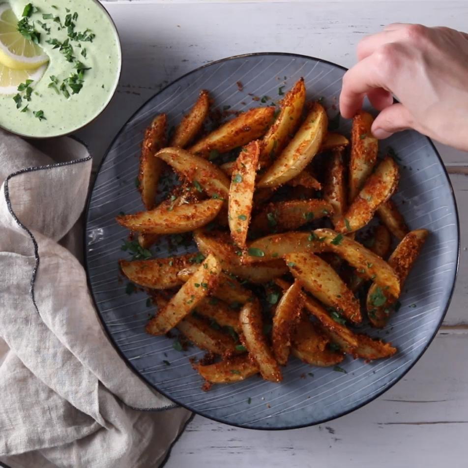 Parmesan Kartoffel-Ecken mit Aioli