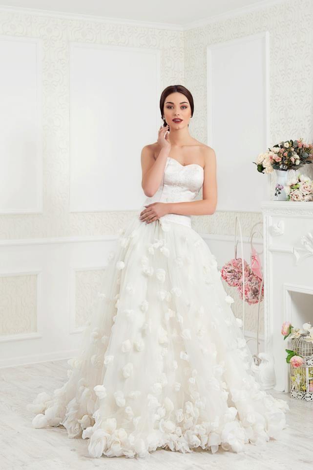 YOU are SPECIAL, We Create YOUR Perfect Wedding Dress, because@ehoeho LOVES YOU.❤ #EHOshowroom_Bernardazzi62 #EHO #EHOsposa #Bridal #ExclusiveDress #WeddingDress #EHOworldwide #Fashion 