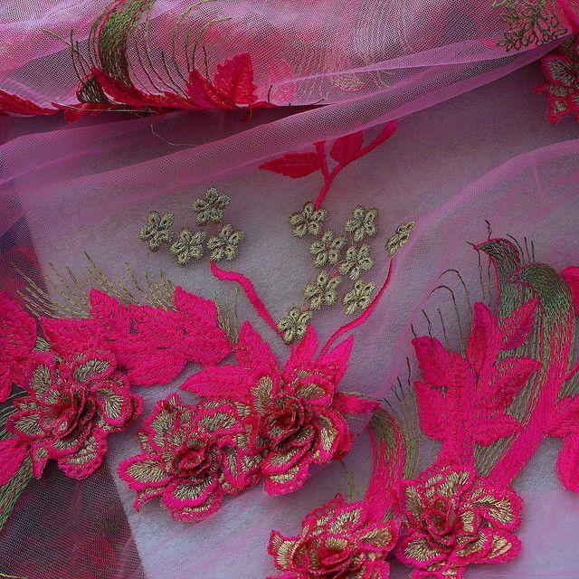 b4c7013945bbd9 3D-Pinkfarbene Blüten auf Rosa Tüll | Bestickte Spitzen & Pailletten ...