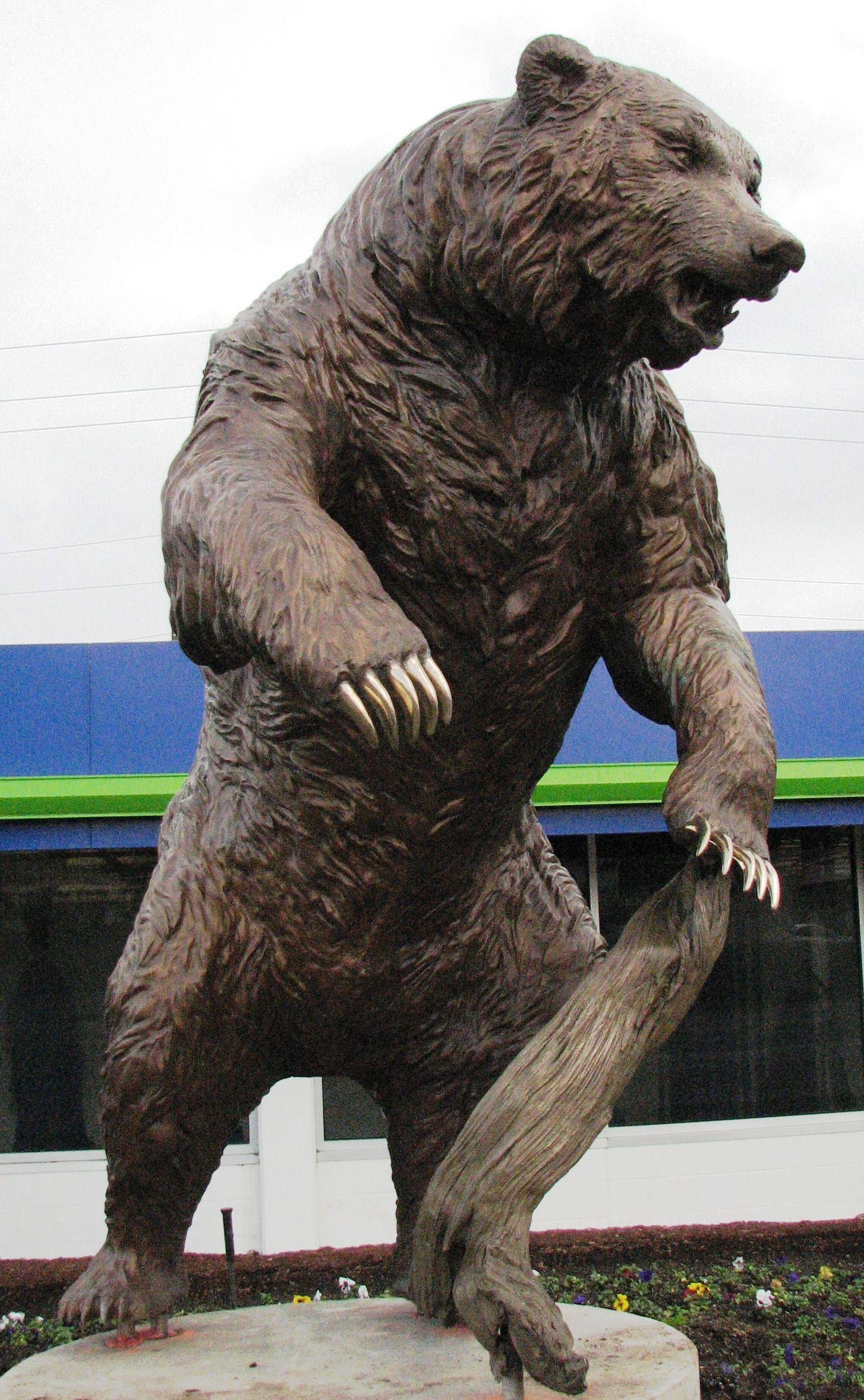 картинки скульптур медведя люди