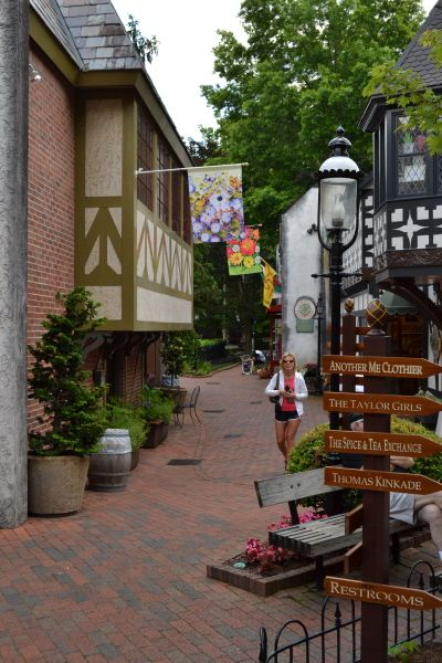 Unique Gatlinburg Shopping Featuring Boutiques Clothiers Eateries Galleries Smoky Mountains Vacation Gatlinburg Vacation Places
