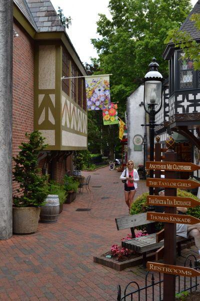 Unique Gatlinburg Shopping Featuring Boutiques Clothiers Eateries Galleries Smoky Mountains Vacation Gatlinburg Vacation Places
