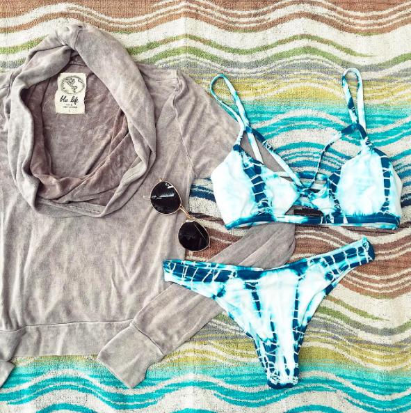 Polka Dot Bathing Beauty Sitting Figurine: Bikinis, Swimsuits, Tie Dye Bikini