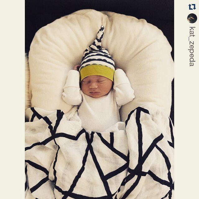 How To Choose A Safe Co Sleeping Aid Safe Co Sleeping Newborn Sleep Cosleeping