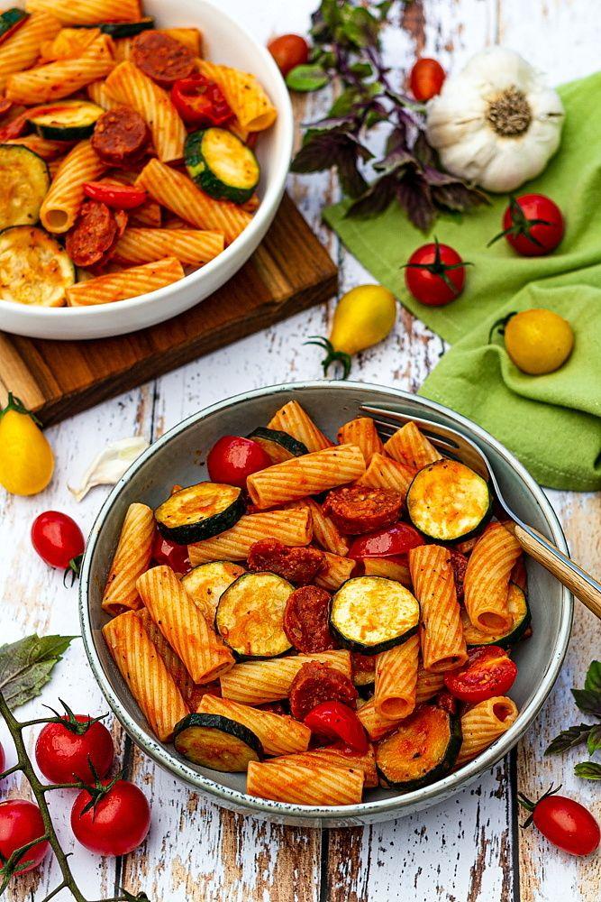 Pâtes à la courgette, chorizo et tomates cerises