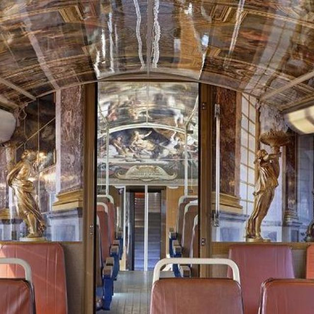 RER ligne C, decorated with the Versailles Castle highlights... Fabulous idea!!