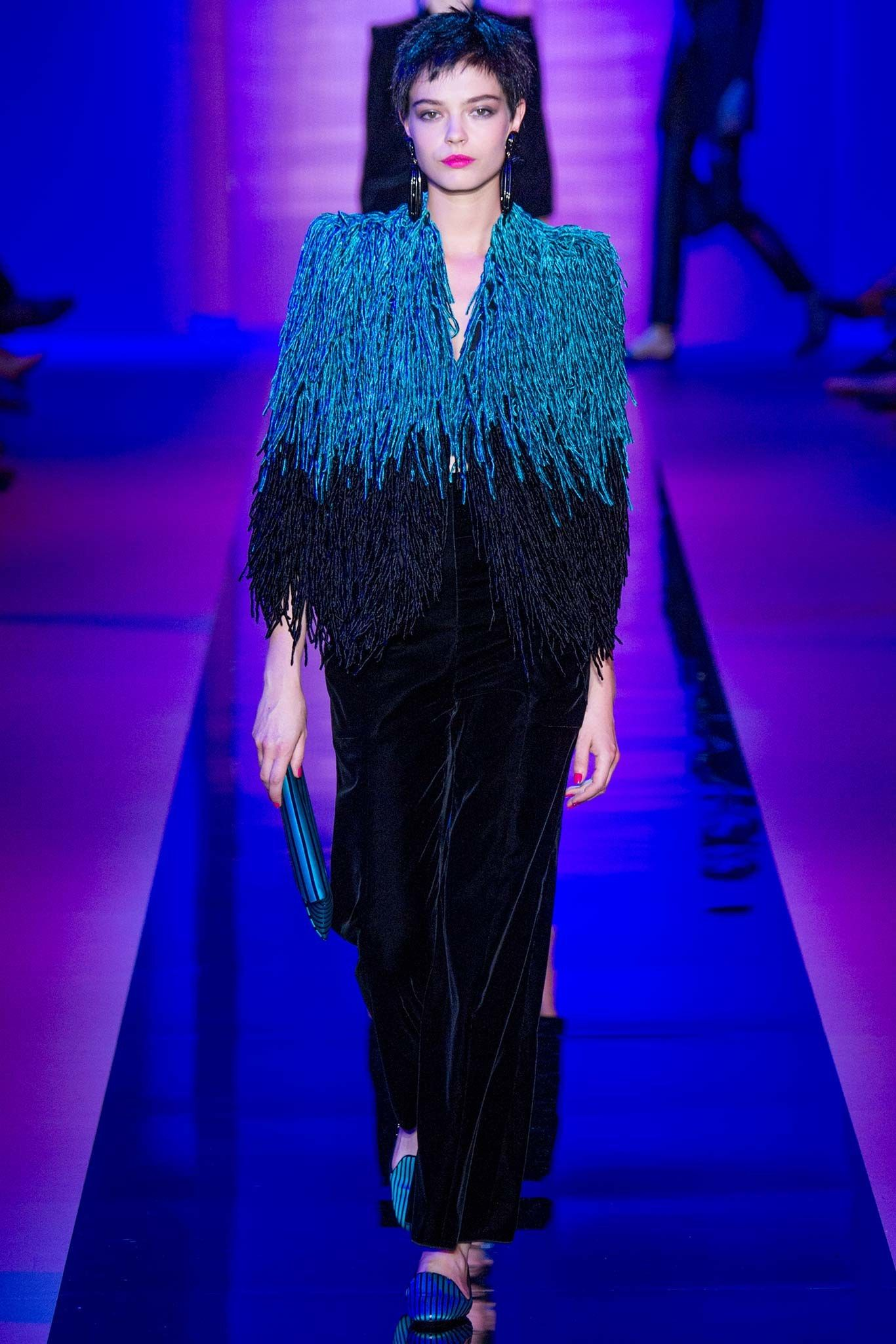 See the complete Armani Privé Fall 2015 Couture collection.