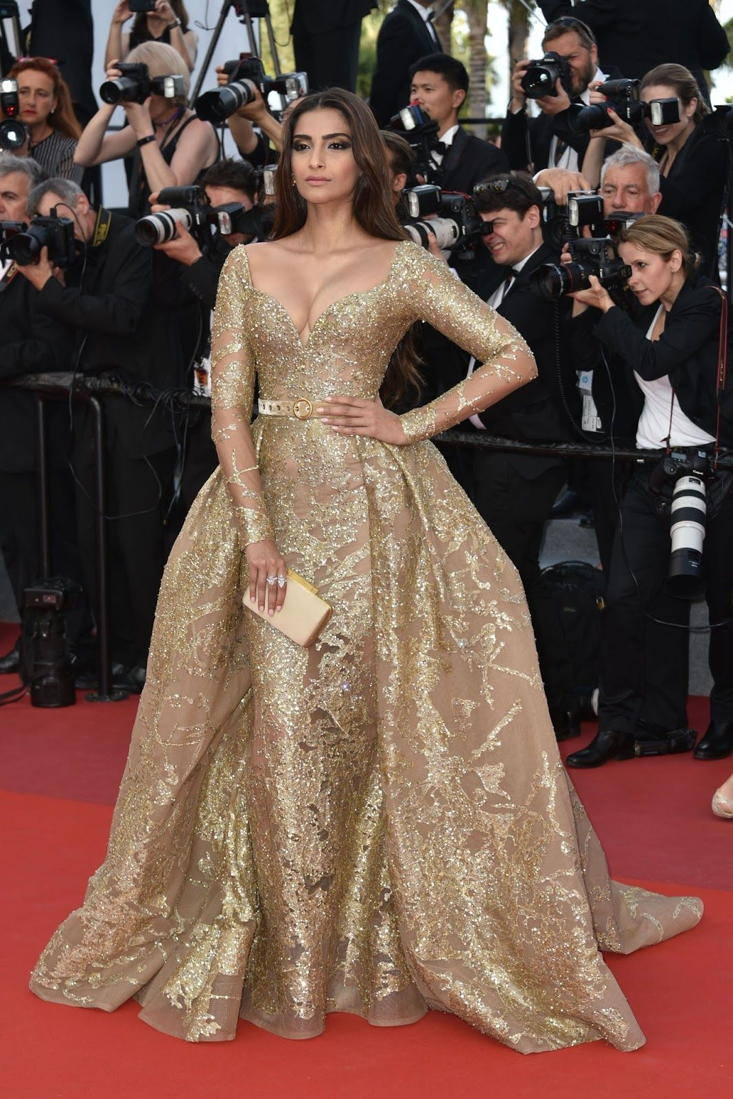 Sonam kapoor sexiest cleavage show in elie saab couture at cannes