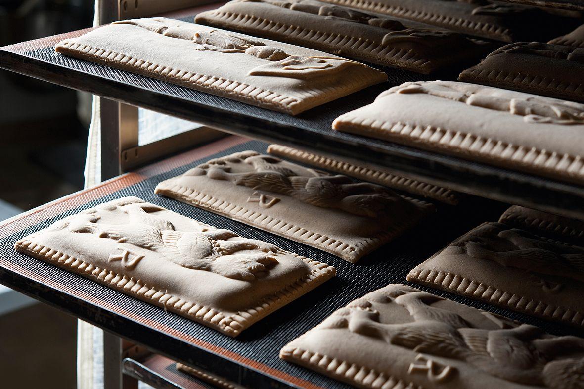 Bereit für den Backofen Appenzeller Lebkuchen (Appenzeller Biber). Bild von Martina Basista