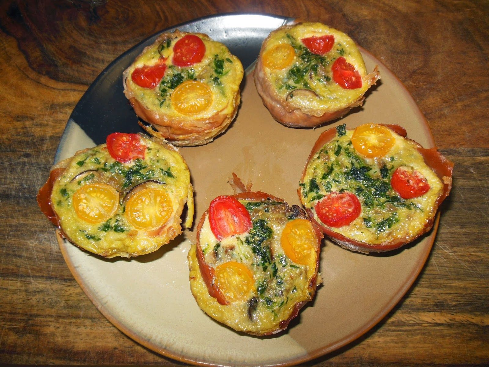 Fritatta Muffins for Lunch...or dinner or anytime! www.simplyeatingsimplyfood.com Recipe from NomNomPaleo.com