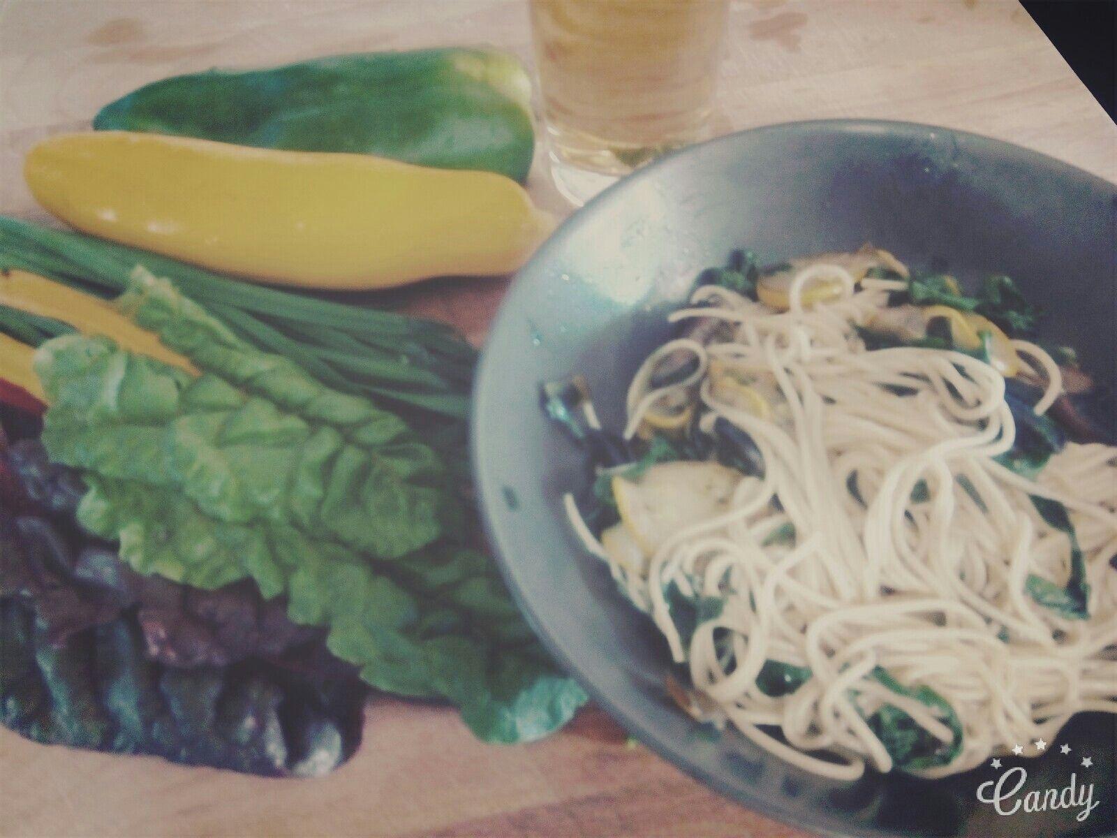Esparguete integral+acelgas+ courgette amarela+cogumelos