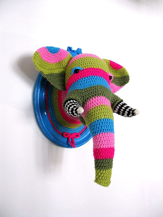 Crochet Color block Elephant head in a blue frame | Crochet