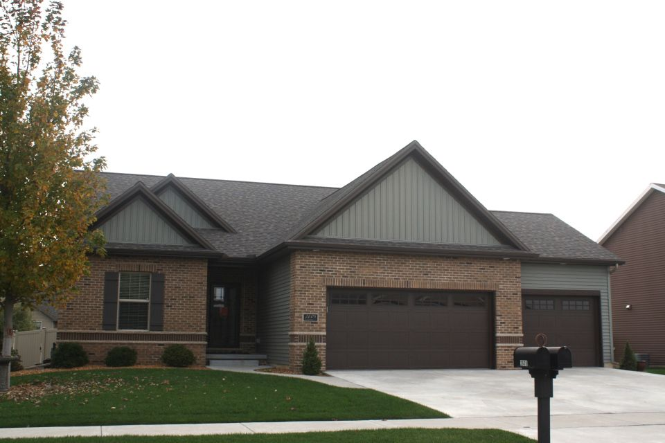 Mastic Musket Brown Trim And Mastic Quiet Willow Green Siding Normal Il Green Siding Brown Trim Willow Green