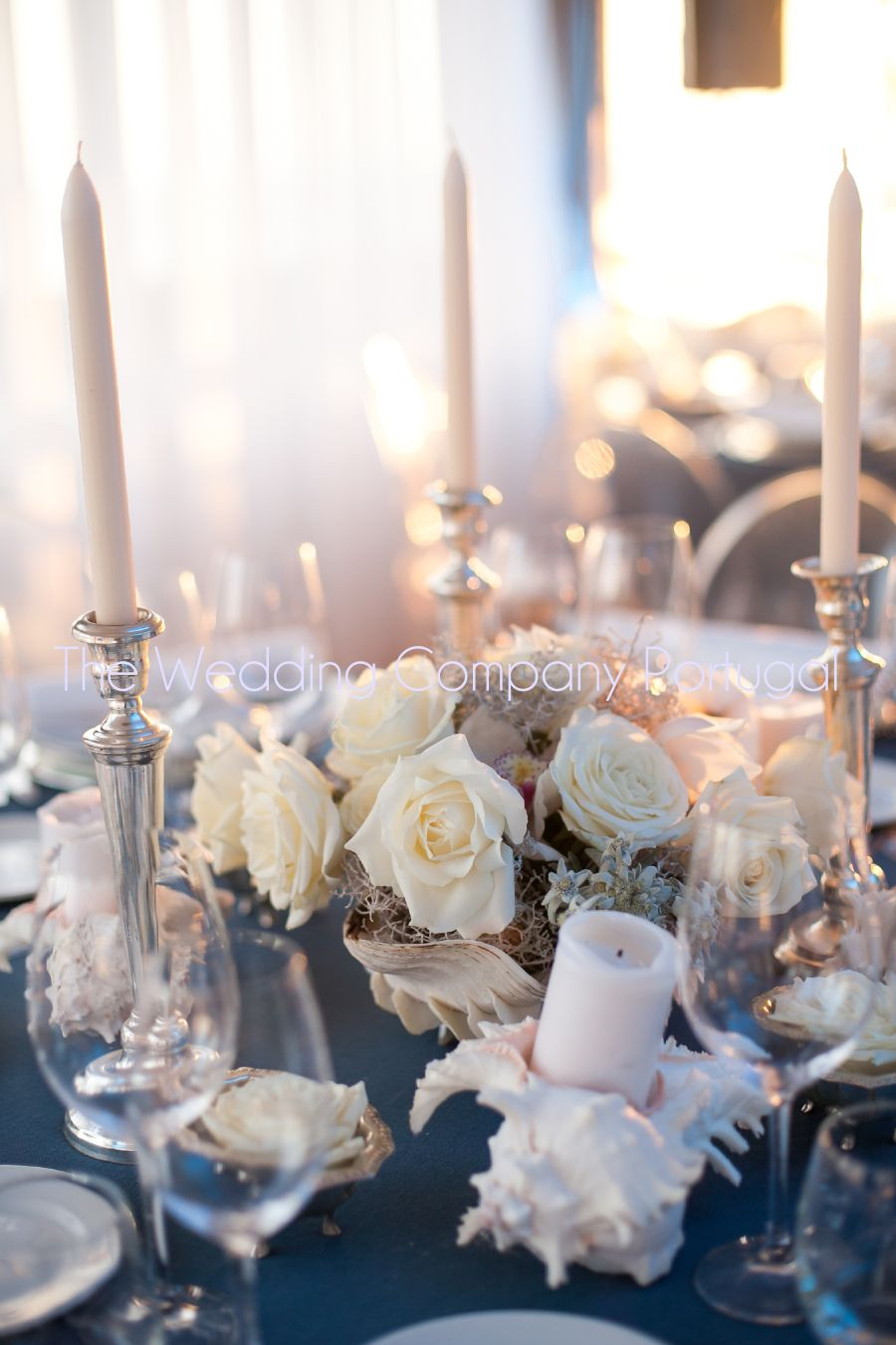 Seaside themed glamorous dinner party. Seaside inspired flowers and table settings.  Blue and white decor.  Private event by The Wedding Company - Portugal.   Photo by TWC.
