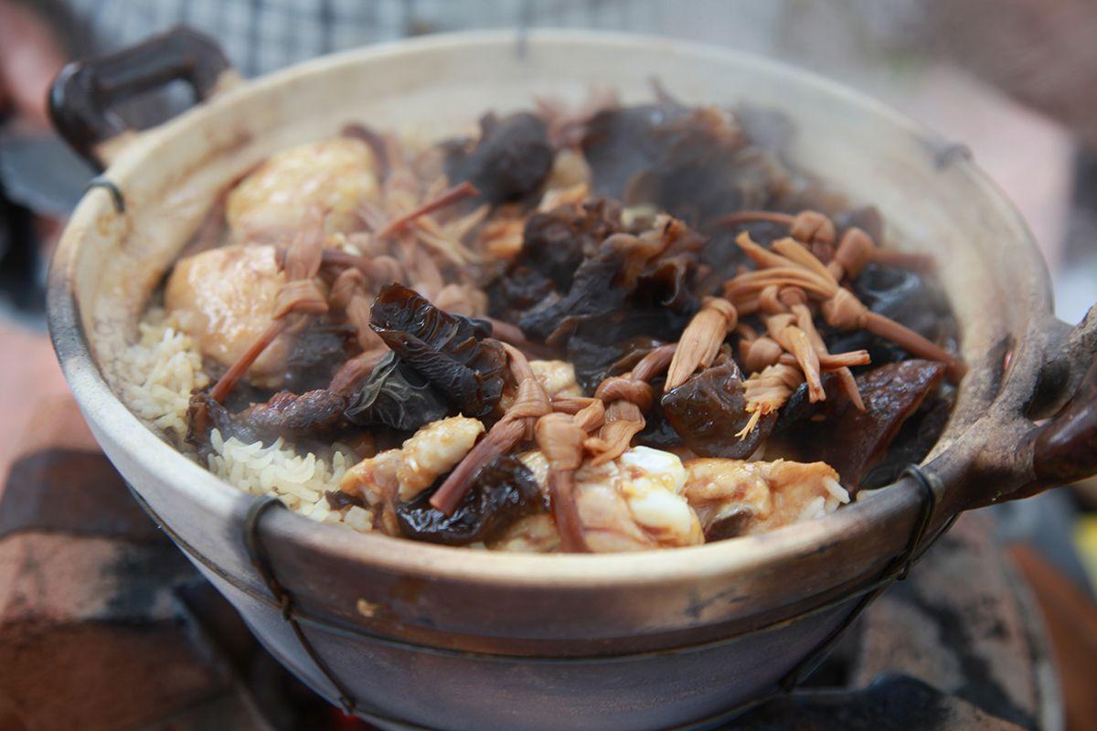 Claypot chicken rice food chinese pinterest chicken rice and claypot chicken rice forumfinder Images