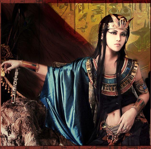 Cleopatra cosplay