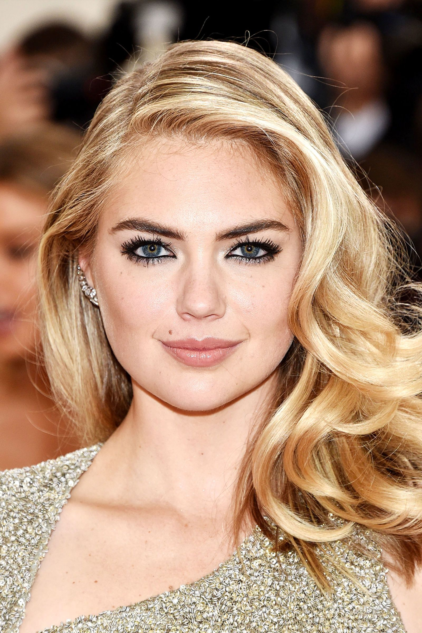 Hairstyles That Complement a Round Face