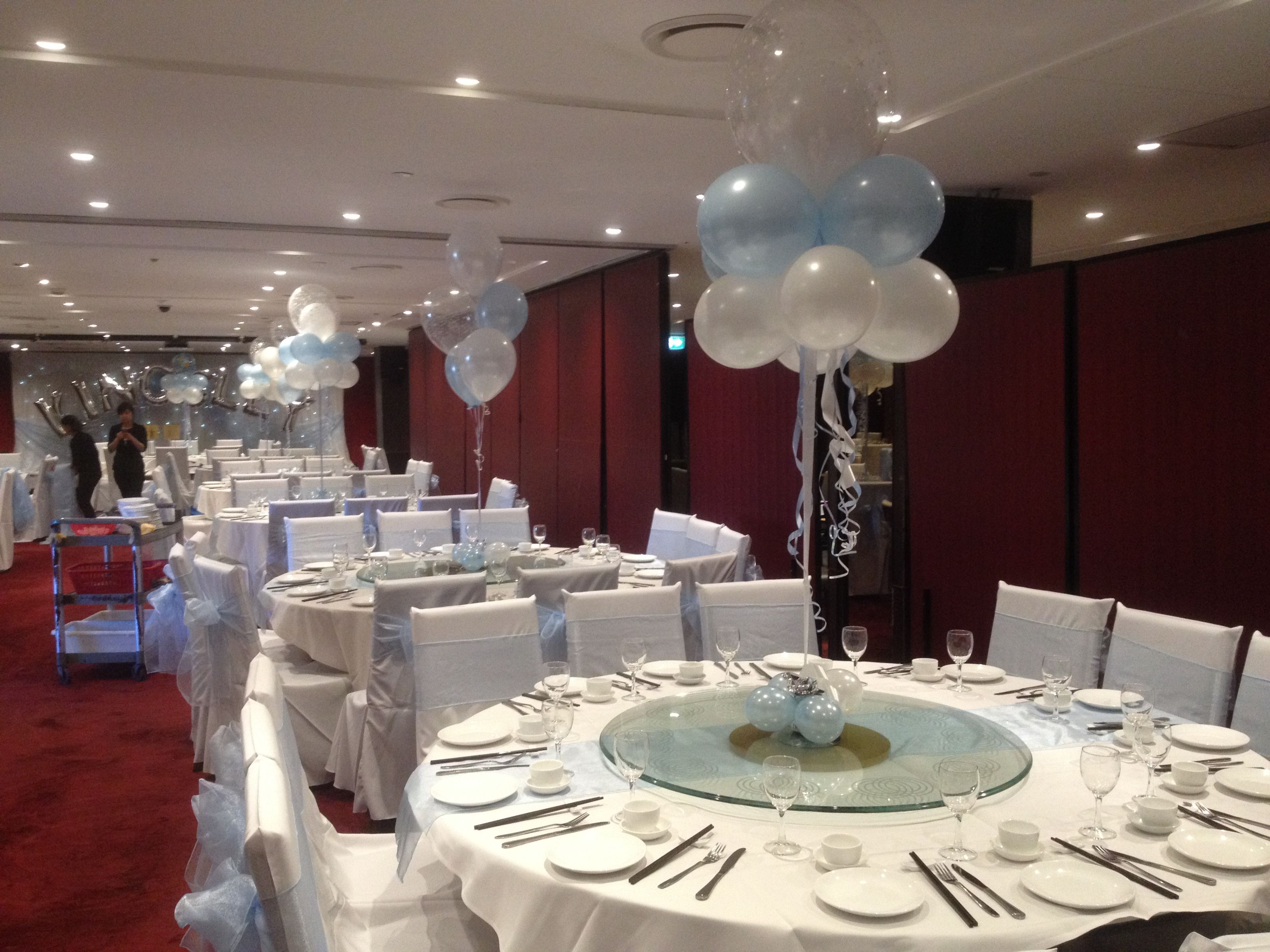 Balloon fantasy clouds and 5 balloon table arrangements in for Cloud centerpieces
