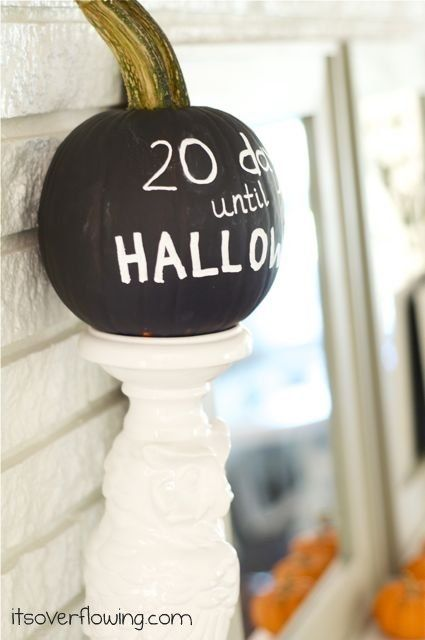 Chalkboard Countdown Pumpkin diy halloween chalkboard pumpkins - halloween crafts decorations