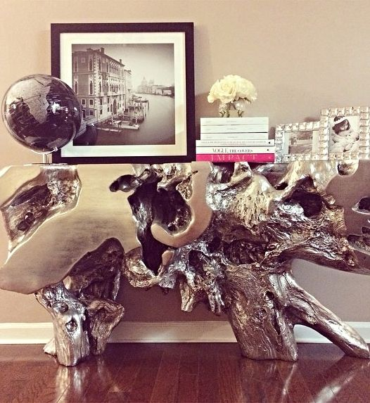 Tiahamada S Entryway Gets A Dose Of Stunning Silver With