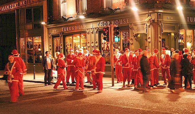 Christmas in Ireland, santa pub crawl